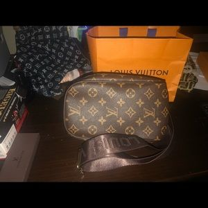 Louis Vuitton monogram bumbag / sling bag